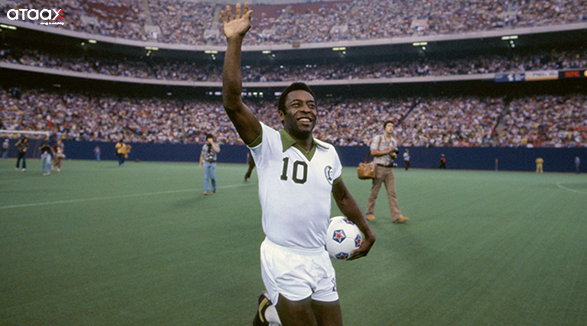 Pele waving to the crowd
